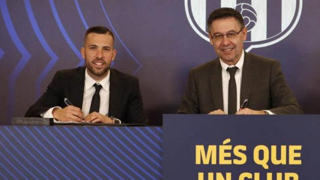 Jordi Alba alongside Barcelona president Josep Maria Bartomeu.