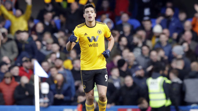 Raúl después de anotarle un gol al Chelsea.