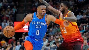 Westbrook intenta pasar la defensa de O'Neale