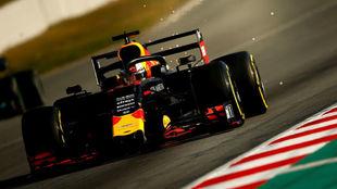 Verstappen, sobre el RB15 en Barcelona.