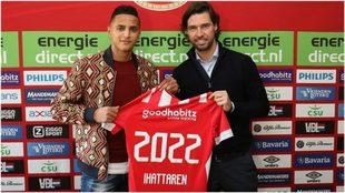 Ihattaren firma su nuevo contrato junto a John de Jong, director de...
