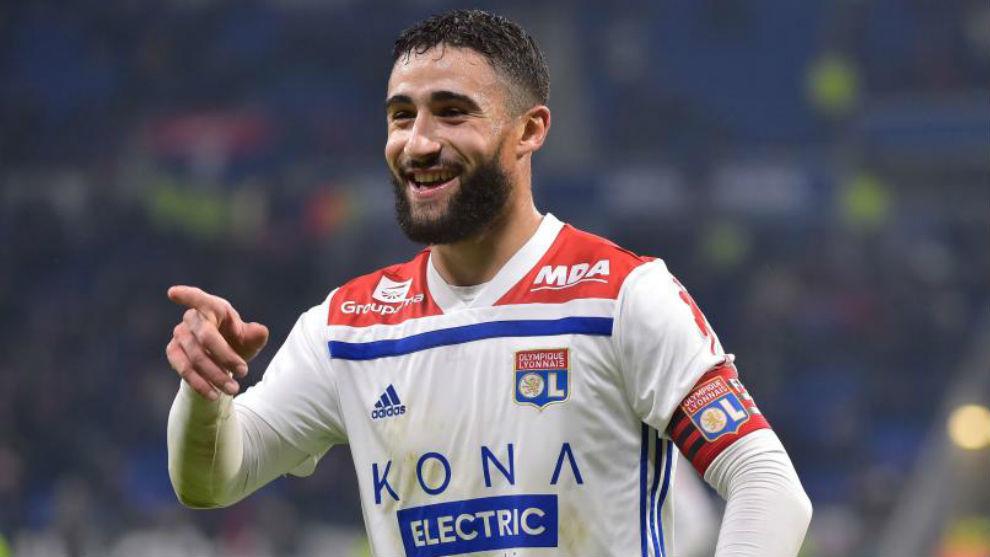 Fekir, en un partido con el Olympique de Lyon.
