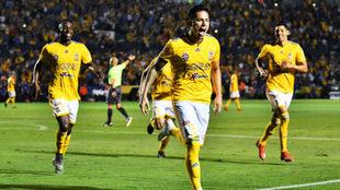 Carlos Salcedo se estrenó como goleador con Tigres