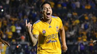 Carlos Salcedo registra un gol en la Liga MX