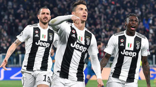 Cristiano Ronaldo celebra uno de sus tres goles ante el Atlético de...