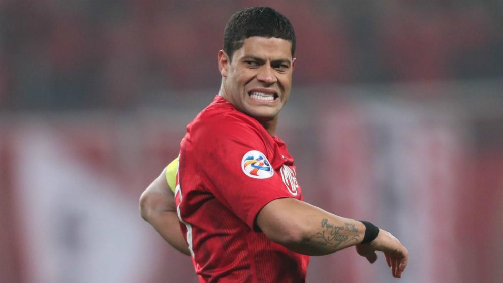Hulk se lamenta durante un partido de la Champions League asiática...