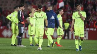 Los jugadores zaragocistas se lamentan de la última derrota en...