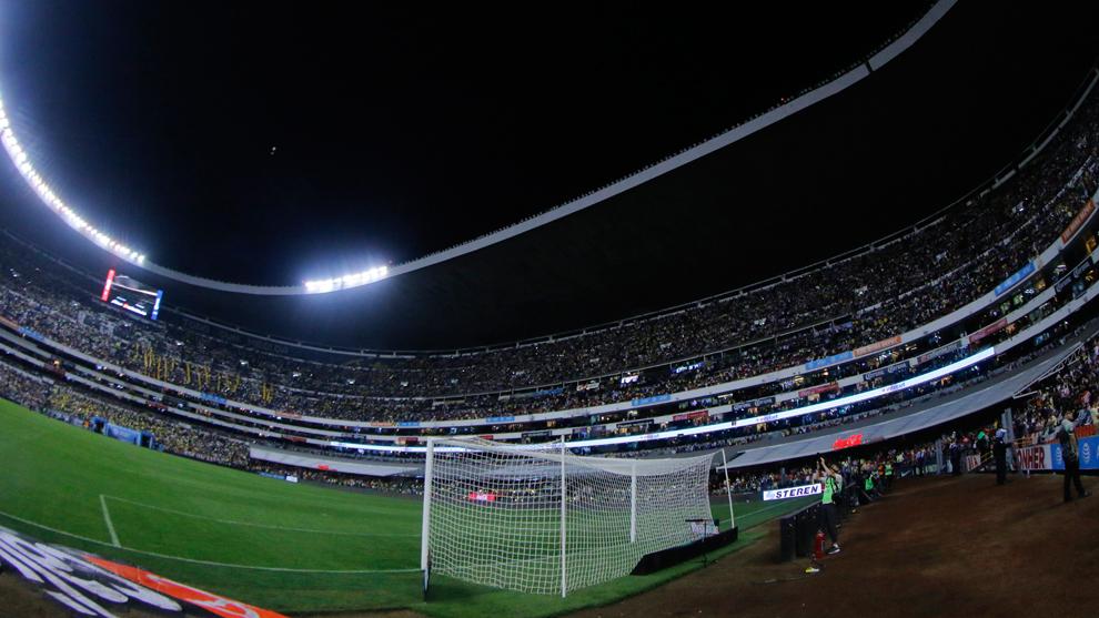 La mitad del Estadio Azteca lució a oscuras