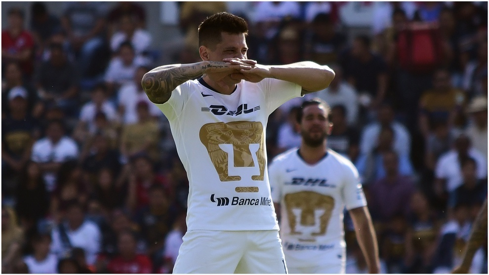 Iturbe celebra un gol con Pumas en el Clausura 2019.