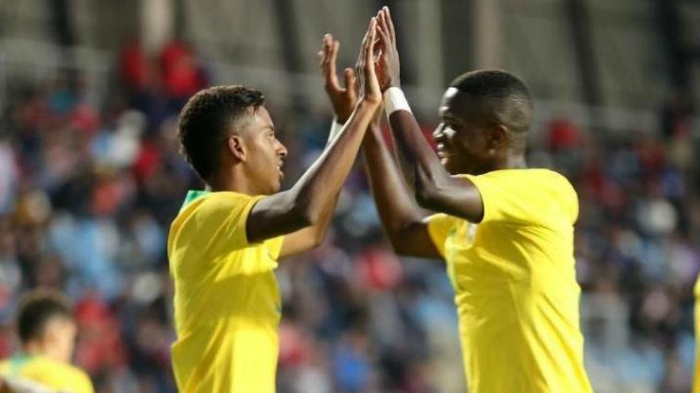 Rodrygo y Vinícius celebran un gol con la selección brasileña sub...