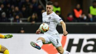 Jovic bate a Handanovic para hacer el 0-1 del Eintracht ante el Inter...