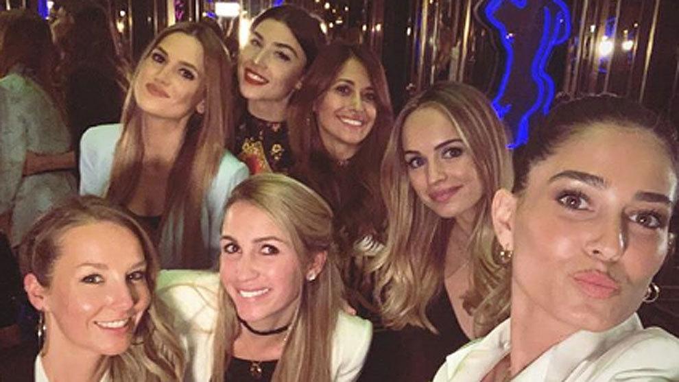 Sofia Balbi, junto a las novias y mujeres de Busquets, Sergi Roberto, Aleñá, Ter Stegen y Leo Messi
