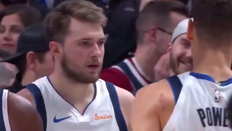 Doncic tras poner a los Mavericks por delante con un mate