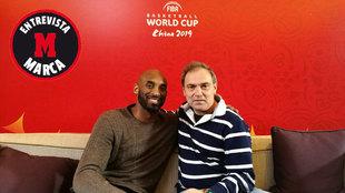 Kobe Bryant junto al redactor de Marca Jorge Quiroga