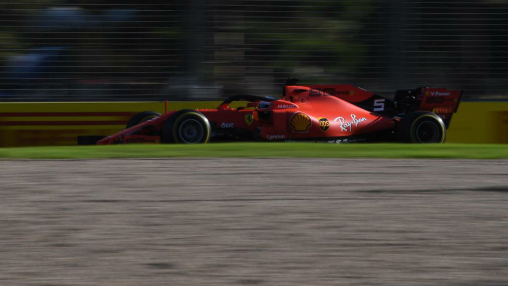 Vettel, con su Ferrari en Australia.