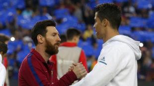 Messi y Cristiano se saludan antes de un Clásico
