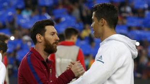 Messi y Cristiano Ronaldo se saludan antes de un Clásico