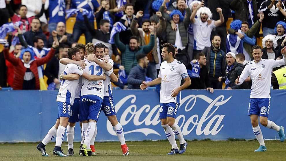 Los jugadores del Tenerife celebran un gol en San Domingo la pasada...