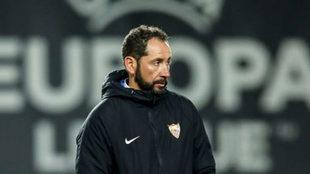 Machín, en el entrenamiento previo al partido con el Slavia de Europa...