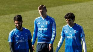 Isco, junto a Kroos y Vallejo en el entrenamiento de esta mañana.