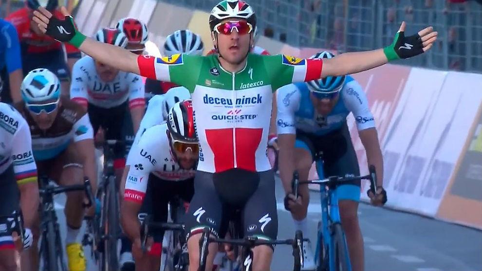 Elia Viviani domina el esprint en Foligno.