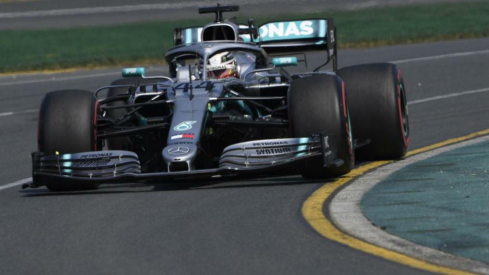 Exhibición total de Hamilton y Ferrari tiene un problemón