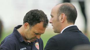 Joaquín Caparrós y Monchi, en la temporada 2004-05.