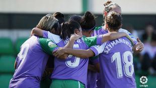 Las jugadoras del Betis celebran un gol en la Ciudad Deportiva Luis...