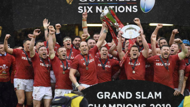 Los jugadores galeses celebran su triunfo en el Seis Naciones.