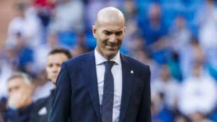 Zidane sonríe durante el partido.