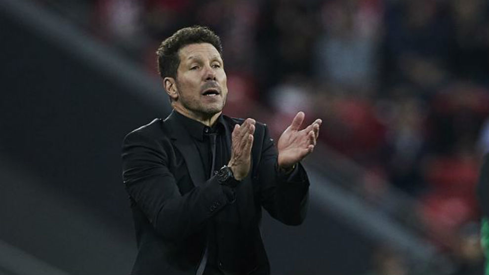 Simeone encouraging his players at San Mamés.