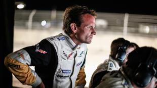 Antonio García (Corvette) siguiendo las evoluciones de sus...