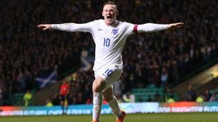 Wayne Rooney celebra un gol con la selección de Inglaterra en una...