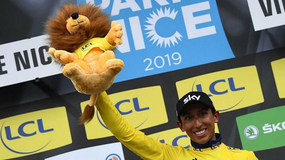 Egan Bernal, feliz con su título de la París-Niza y su león de...