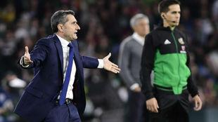 Ernesto Valverde, en una acción del choque en el Benito Villamarín.