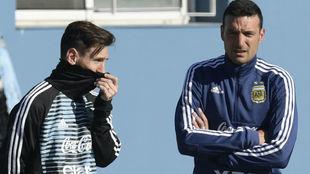 Messi y Scaloni, juntos con la Selección.