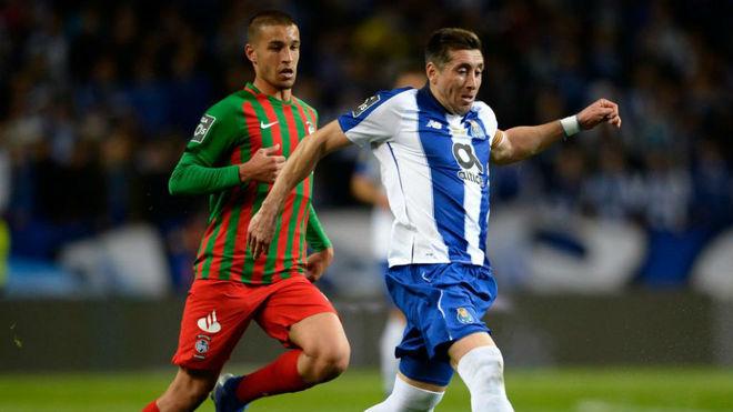 Héctor Herrera, con el Porto frente al Maritimo
