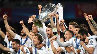 Los jugadores del Real Madrid celebran la Champions ganada en Kiev