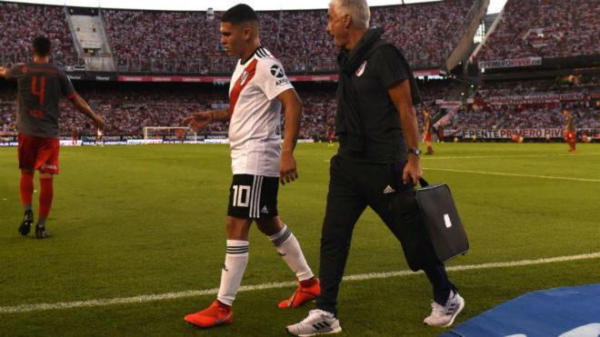 Juanfer Quintero se retira lesionado