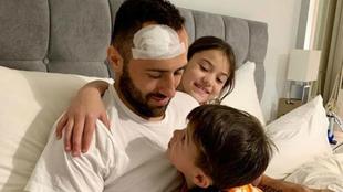 David Ospina, junto a sus hijos.