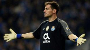 Casillas, durante un partido del Oporto
