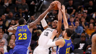 Los Spurs saltan al quinto lugar en la Conferencia Oeste al vencer a...