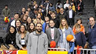 Ricky Rubio con los aficionados españoles en Washington