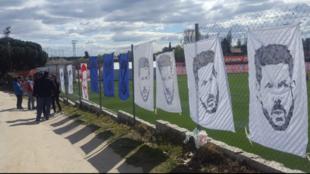 Pancartas en apoyo a Simeone.
