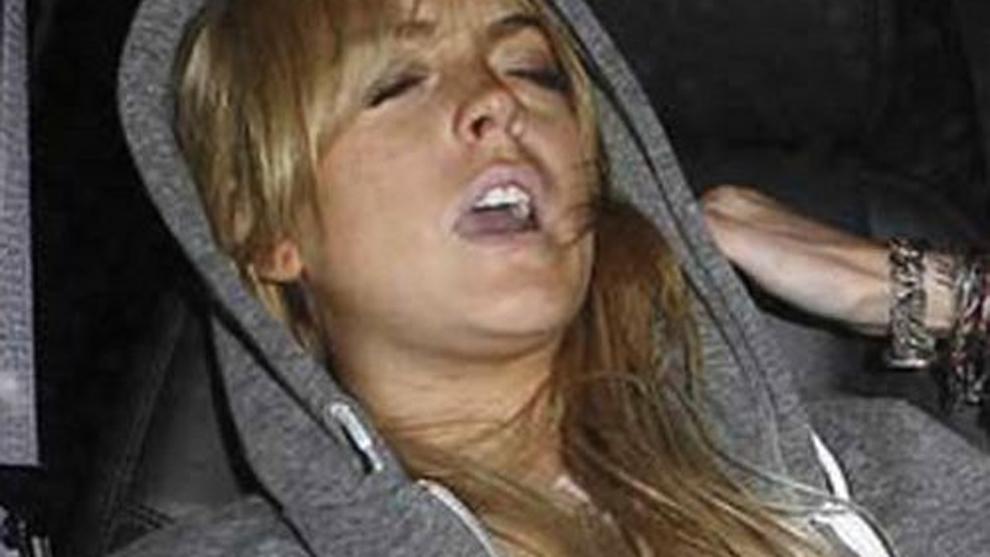 """Lindsay Lohan. Se considera alcohólica pero """"el alcohol siempre lleva a otras sustancias mayores"""", según ella misma. En una entrevista con Oprah confesó que """"la cocaína era más una cuestión de fiesta""""."""