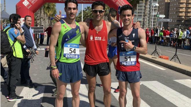 Miguel Ángel López, en el centro, con Diego García Carrera y...