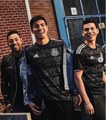Selección Mexicana  La selección mexicana presenta la nueva playera ... f9ec7d435cf53