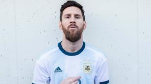 Leo Messi presume su '10'