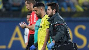 Jaume Costa abandona lesionado el campo ante el Rayo Vallecano.