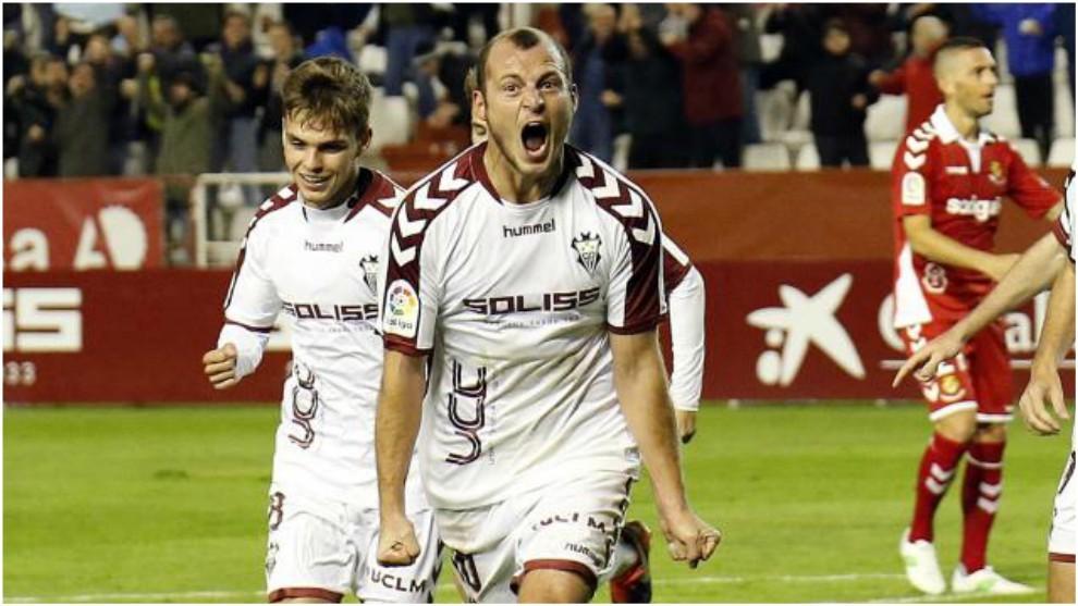 Zozuila celebra uno de sus goles con el Albacete
